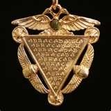 """14 - ABRACADABRA. Vocablo mágico hebreo de cábala que se graba sobre diversos tipos de amuleto y se le invoca con el fin de conseguir la ayuda divina. Algunos cocineros creen en el indispensable """"toque mágico"""" que permitirá que su potaje sea una verdadera ambrosía."""