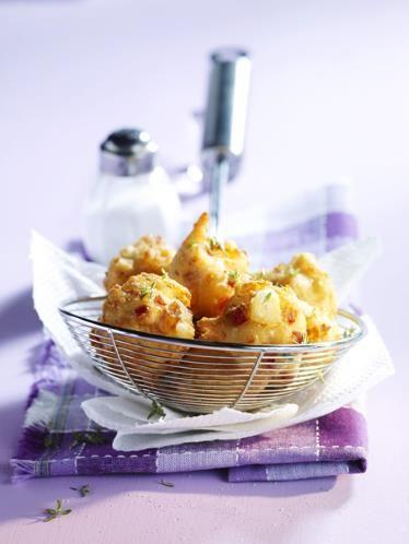 26 - Bocaditos de gambas y surimi - Ingredientes:  - 250 g de langostinos cocidos - 10 palitos de surimi - 1 cucharada y 1/2 de mantequilla - 2 cucharadas de harina - 1/2 litro de leche - 2 huevos - Pan rallado